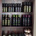 Scaffale esposizione prodotti tipici salentini