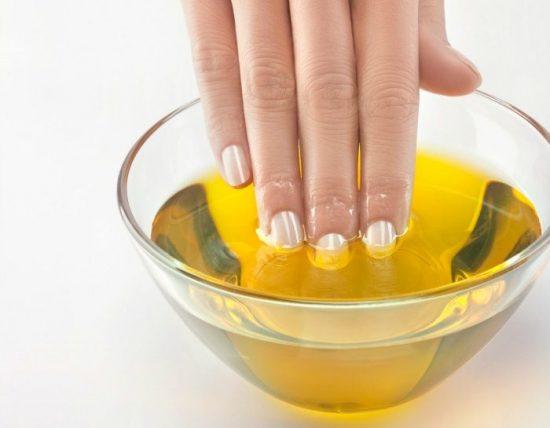 Benefici nell'usare olio extravergine per le unghie