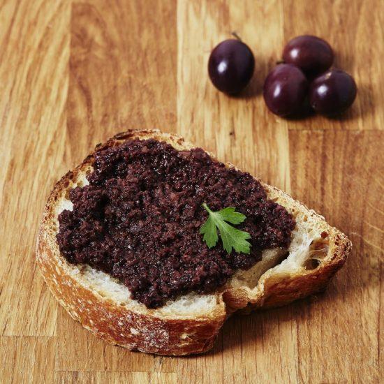 Come si prepara il patè di olive nere del Salento